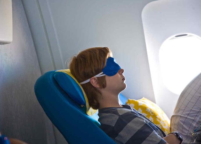 3 Simple Steps To Sleep During Red-Eye Flights